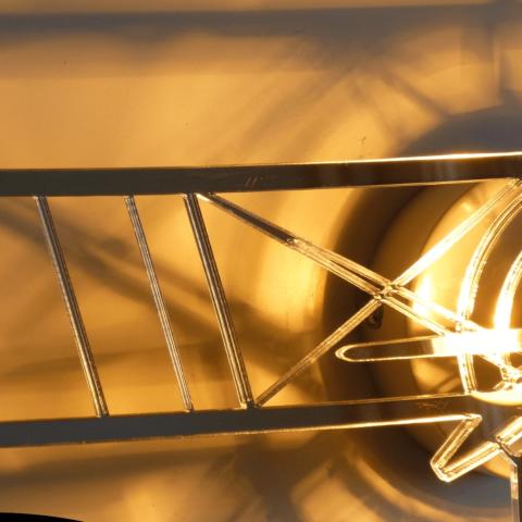 Détail lampe biplan miroir